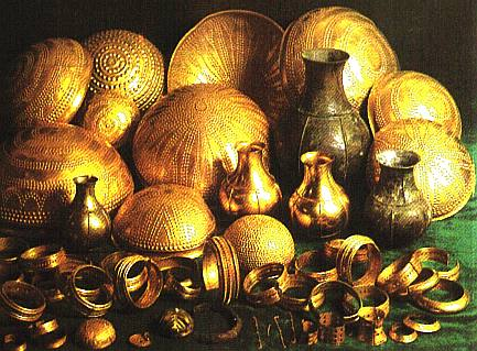 Treasure hoard of prehistoric gold, cups, plates, jewellery