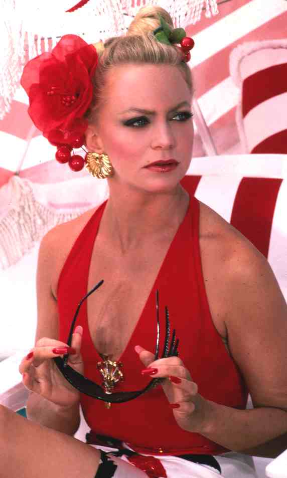 http://www.solarnavigator.net/films_movies_actors/actors_films_images/Goldie_Hawn_Overboard.jpg