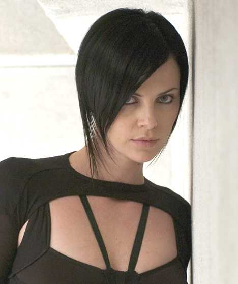 [IMG]http://www.solarnavigator.net/films_movies_actors/film_images/Charlize_Theron_Aeon_Flux_gothic_portrait.jpg[/IMG]