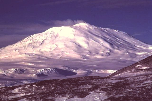 Active volcano Antartic, mount erebus. John Storm and Sectasaur