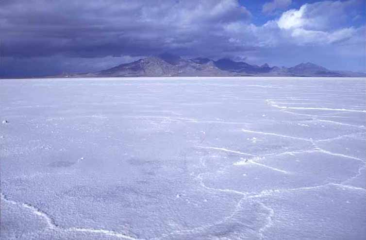 http://www.solarnavigator.net/geography/geography_images/salt_flats_bonneville_utah_usa.jpg