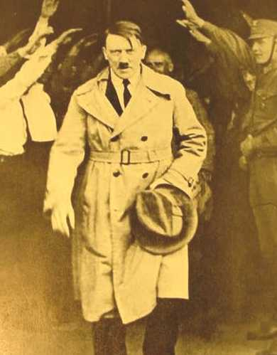 ����� ����� Adolf_Hitler_walking_out_of_Brown_House_after_1930_elections.jpg