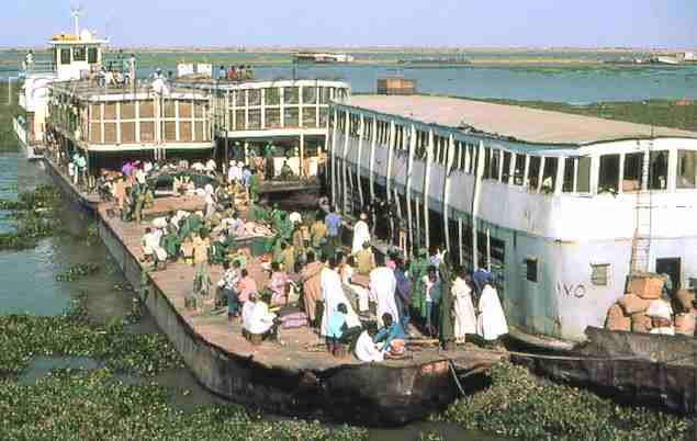 Barges carrying people and crops in the Sudan