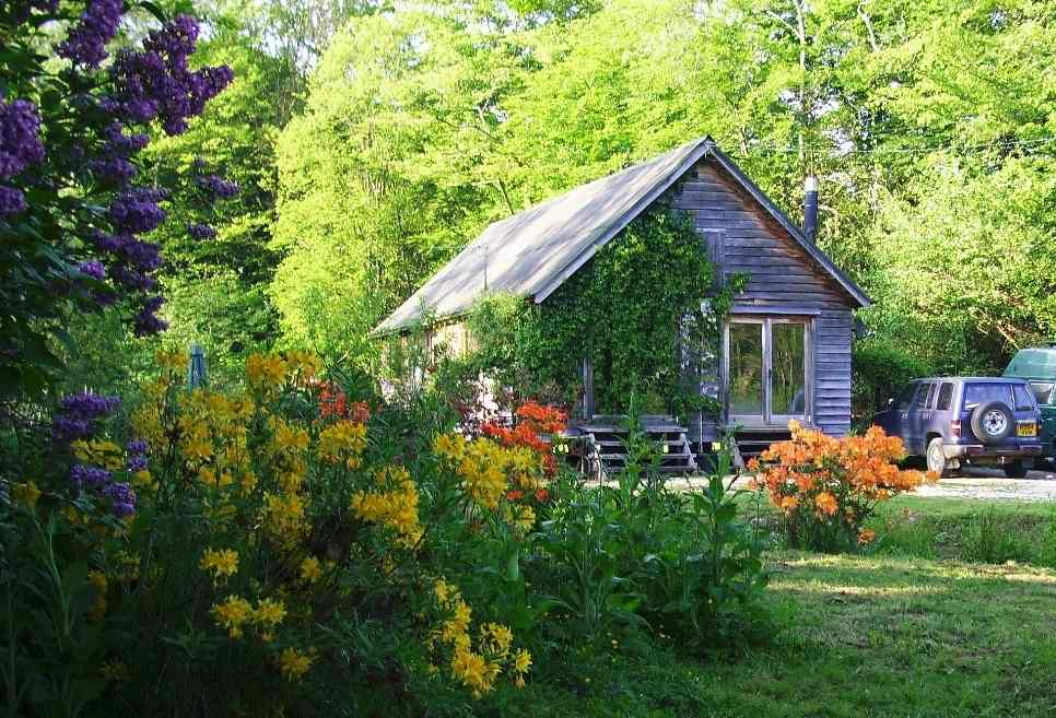 holiday cabin in sussex £500 per week, value fliming location