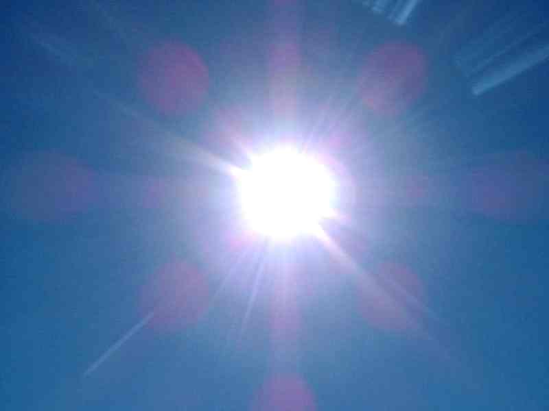 http://www.solarnavigator.net/images/sun_viewed_through_camera_lens.jpg