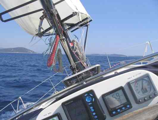 Maya sailing boat equipped with Omer wing sail upwind