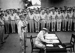 البحرية الامريكية فى الحرب العالمية الثانية  World_war_two_missouri_surrender
