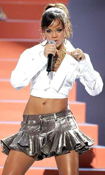 Rihanna singing on stage