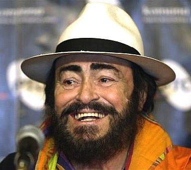 Où sont les plus beaux hommes à votre avis ? - Page 2 Luciano_pavarotti_microphone_white_hat