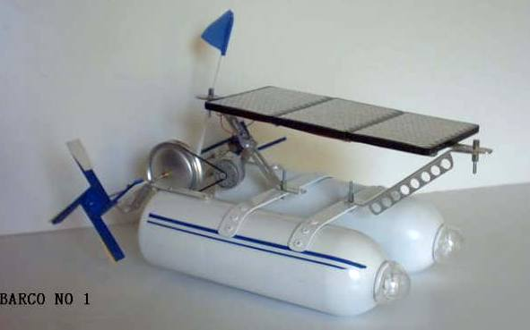 Solar powered model boat from Mexico Barco 1